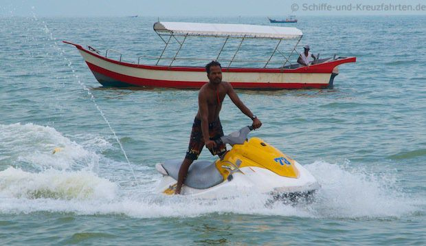 Wassersport am Strand von Penang