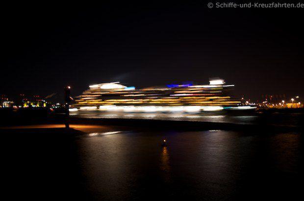AIDAluna mit Vollgas im Hamburger Hafen ;)