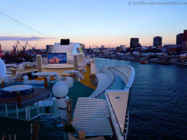 AIDAstella - Erstanlauf in Hamburg