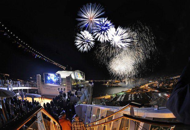 AIDAstella Taufe - Feuerwerk von Bord / © AIDA Cruises