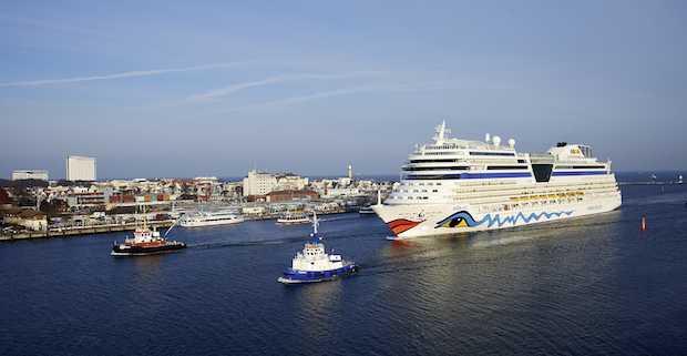 Erstanlauf von AIDAstella in Warnemünde / © AIDA Cruises