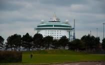 Independence of the Seas kommt zu Blohm und Voss 2013