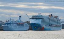 Norwegian Breakaway vs. MS Astor in Bremerhaven  (Bildergalerie)