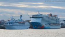 Norwegian Breakaway vs. MS Astor in Bremerhaven  (Bildergalerie)