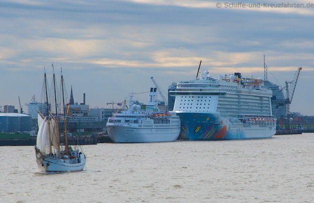 Astor und Breakaway in Bremerhaven
