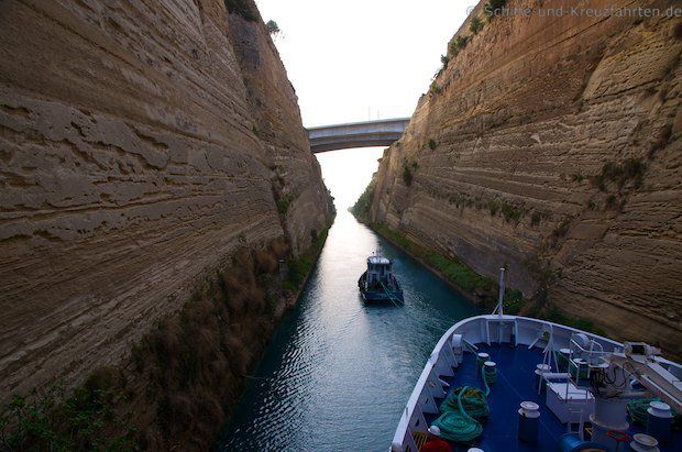 MS Berlin passiert den Kanal von Korinth!