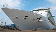 Bilder und Videos: Independence of the Seas im Trockendock bei Blohm und Voss in Hamburg