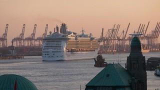 Ausdocken Independence of the Seas in Hamburg