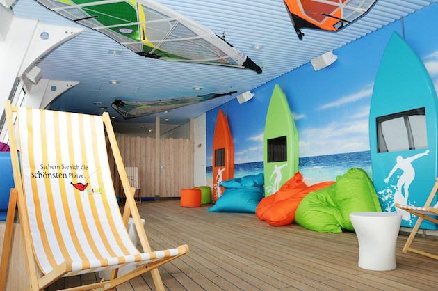 Waikiki Lounge - AIDAaura / © AIDA Cruises