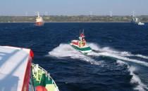 Seenotretter kommen brennender Yacht zu Hilfe