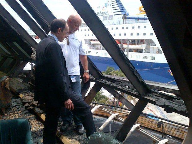 Adam Goldstein begutachtet den Schaden der Grandeur of the Seas / © Cruise Critic / © RCI