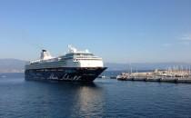 Mein Schiff 2 Unfall: Superfast Fähre rammt Kreuzfahrtschiff in Bari