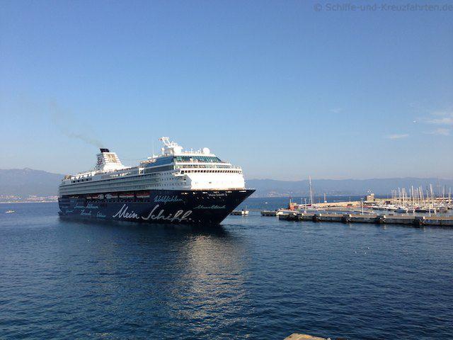 Mein Schiff 2 verlässt Ajaccio