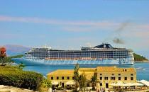 MSC Fantasia beim Einlaufen vor Korfu (Bildergalerie)