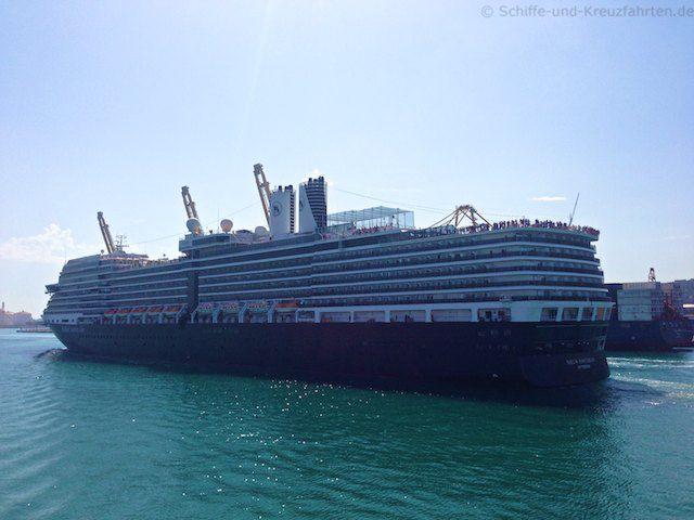 Nieuw Amsterdam auslaufend aus Barcelona