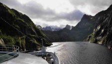 MS Ocean Majesty dreht im Trollfjord