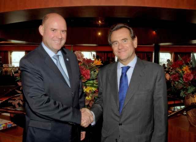 Michael Unger (President AIDA) und Sixte Cambra (Barcelona Port Authority) / © AIDA Cruises