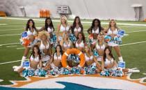 Cheerleader der Miami Dolphins taufen die Norwegian Getaway