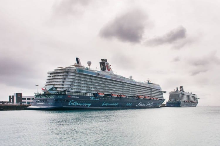 Mein Schiff 3 und Mein Schiff 4 in Arrecife / Lanzarote © TUI Cruises