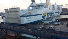 """Ostseefähre """"Peter Pan"""" mit Azipod-Schaden unterwegs in die Werft"""