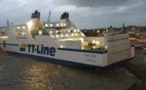 Peter Pan liegt nach Sturm mit Heck auf dem Pier in Trelleborg