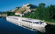 Flusskreuzfahrtschiff crasht mit Gasöl-Tanker auf dem Rhein