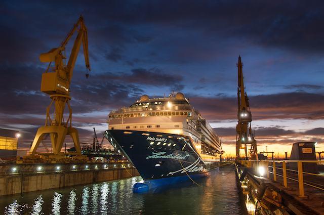 Mein Schiff 2 in der Werft in Cadiz / © TUI Cruises