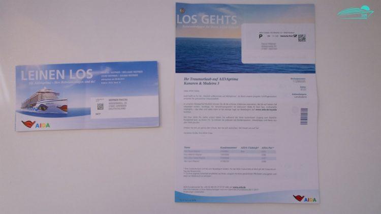 Links das alte Booklet - rechts die neuen AIDA Unterlagen