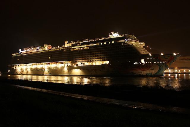 Norwegian Getaway bei Nacht / © Alexander Behm