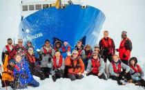 Eisbrecher kommen nicht durch zur Akademik Shokalskiy in der Antarktis
