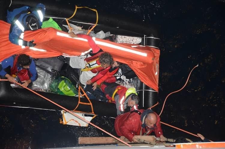 Costa Deliziosa rettet 8 Menschen von havarierter Segelyacht / © Costa Crociere