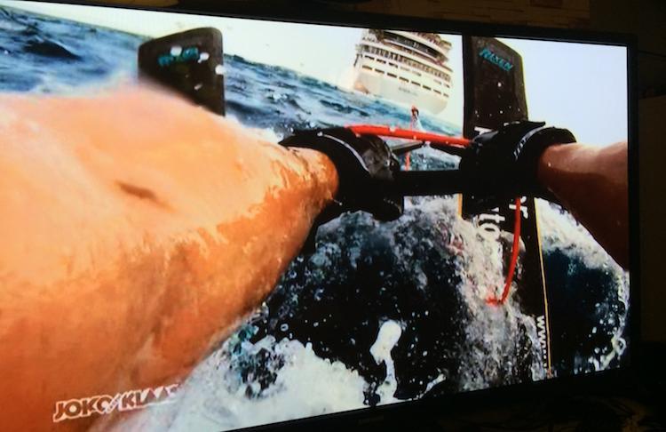 Joko beim Wasserski fahren hinter der AIDAvita / © Foto (TV Pro Sieben)