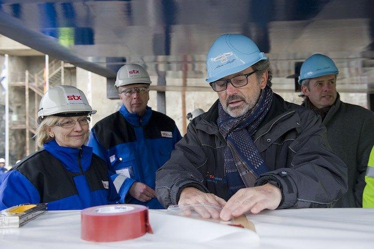 TUI Cruises Chef Richard Vogel bei der Kiellegung der Mein Schiff 4 / © TUI Cruises