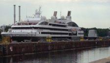 """Ponant-Yacht """"Le Boréal"""" in der NOK-Schleuse in Kiel Holtenau"""