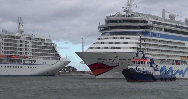 Erster und einziger 4 fach Anlauf in Rostock Warnemünde 2014 (Seven Seas Voyager, MSC Poesia, AIDAbella und Thomson Spirit )