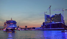 Blue Port: Hamburger Hafen ganz in Blau bis 03. August 2014