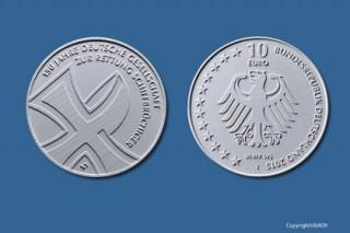 Mit dieser Zehn-Euro-Gedenkmünze würdigt die Bundesrepublik Deutschland das 150-jährige Bestehen der Deutschen Gesellschaft zur Rettung Schiffbrüchiger (DGzRS). Foto: BADV; Künstler: Jochen Dimanski, Halle (Saale)