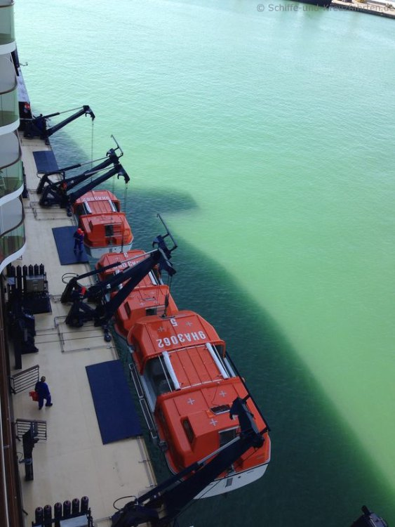 Die Rettungsboote der Mein Schiff 3 werden zu Wasser gelassen