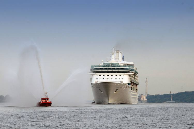 Erstanlauf der Legend of the Seas in Hamburg / © Royal Caribbean
