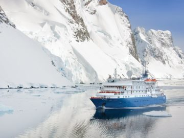 Sea Spirit im Eis / © Poseidon Expeditions