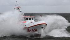 """DGzRS hat Fahrgastschiff """"Adler V"""" mit hundert Menschen am Nordstrand gerettet"""