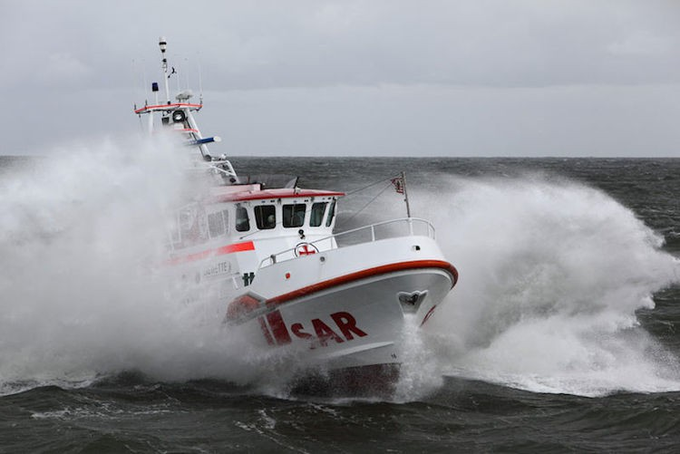 Seenotretter Eiswetter auf See / © DGzRS
