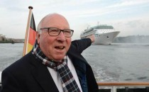 Erstmals in Hamburg: Die Legend of the Seas mit Uwe Seeler