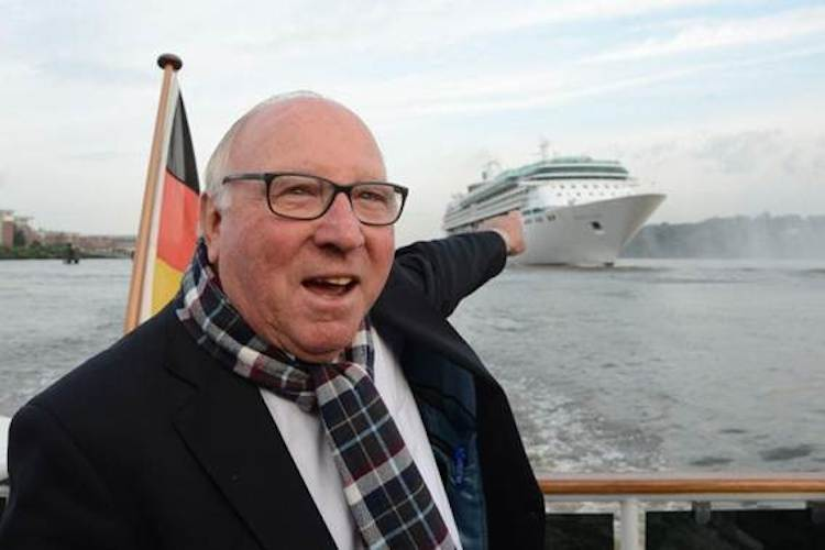 Uwe Seeler begrüßt die Legend of the Seas / © Royal Caribbean