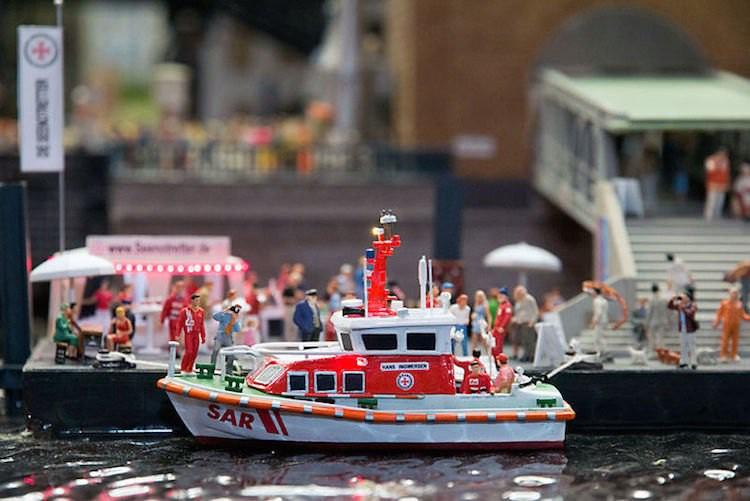 Miniatur des Seenotrettungsbootes Hans Ingwersen von der Station Travemünde / © DGzRS