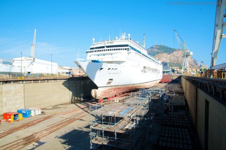 MSC Armonia im Baudock der Fincantieri Werft in Italien