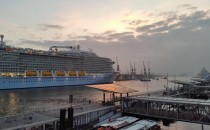 Bilder: Ausdocken der Quantum of the Seas bei Blohm & Voss in Hamburg