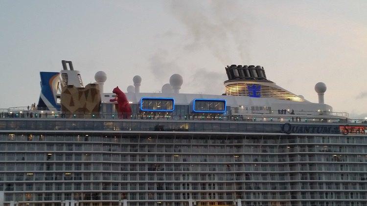 Quantum of the Seas beim Ausdocken aus Elbe 17 von Blohm und Voss / © Philip Jaeger-Booth