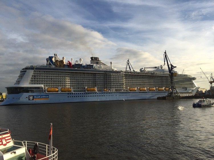 Quantum of the Seas beim Eindocken ins Elbe 17 Dock von Blohm und Voss / © Oliver P. Mueller (Guide Kreuzfahrt)