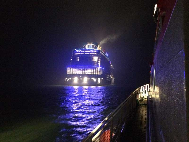 Seenotretter bei der Quantum of the Seas / © DGZRS